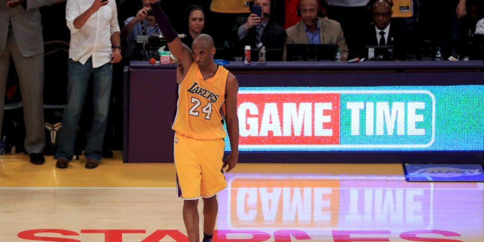 Kobe Bryant seguramente estará agradecido del tremendo regalo Foto:Getty Images