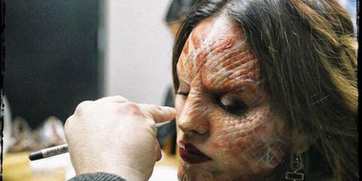 ¿Cómo se transforma Eiza González en vampiro?