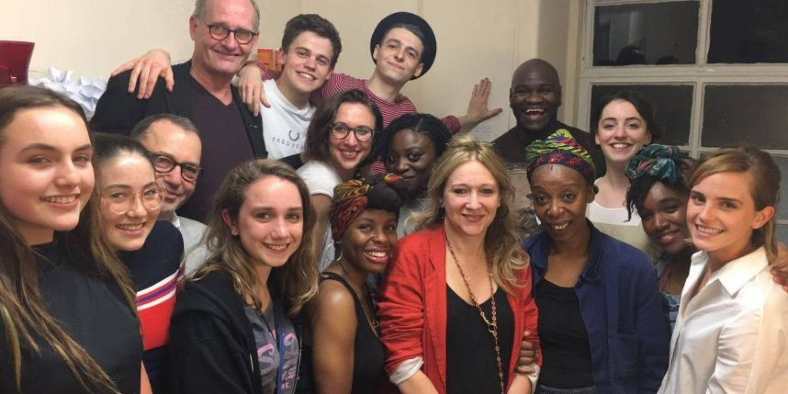 "Emma Watson junto al elenco de la obra ""Harry Potter and the Cursed Child"" Foto: Facebook Emma Watson"