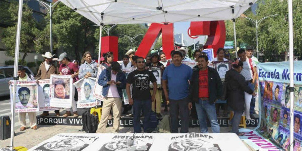 Padres de los 43 advierten que elevarán protestas