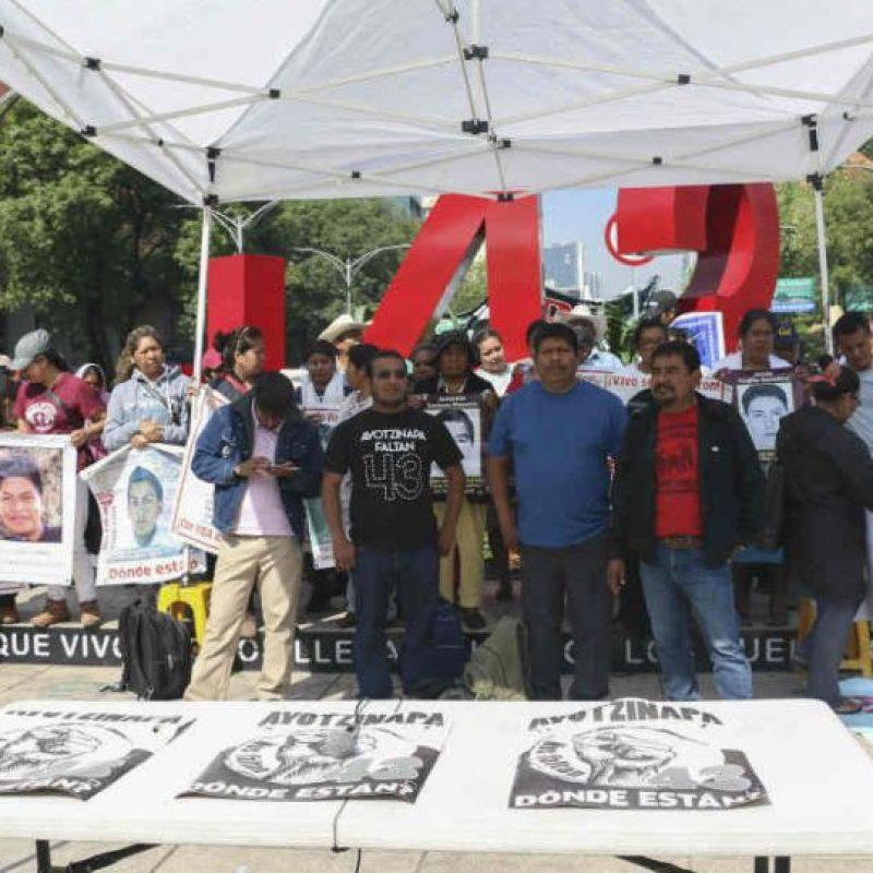Padres de los 43 normalistas desaparecidos de Ayotzinapa realizaron un mitin este viernes Foto:Cuartoscuro
