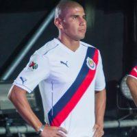 Acusan a Chivas de plagio en su segundo uniforme Foto:Mexsport