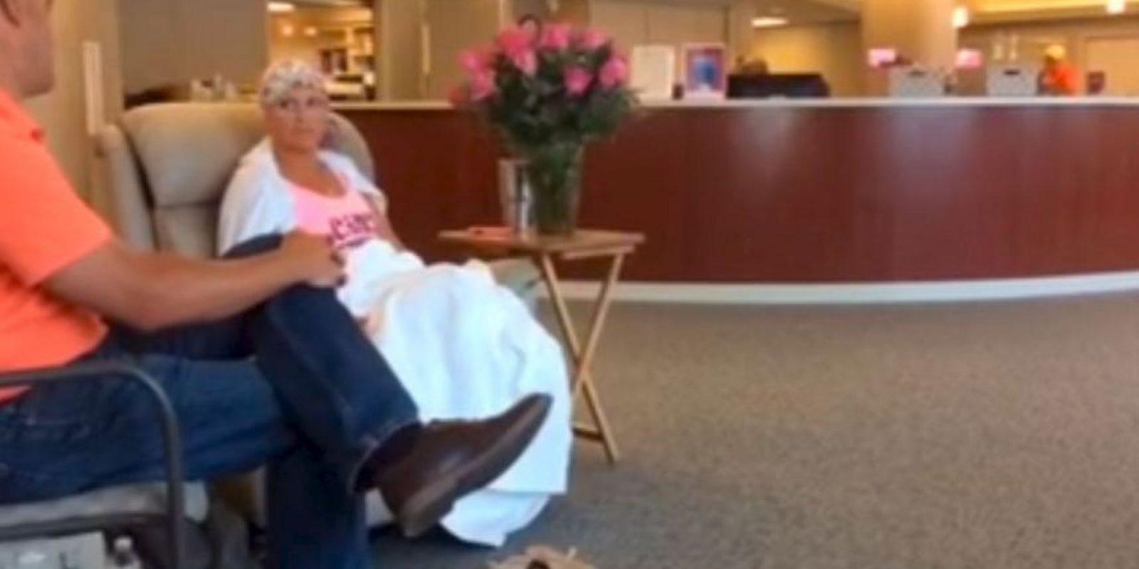 Alissa Korte Bousquet padece cáncer de mama. Foto:Youtube Brad Bousquet