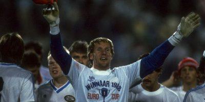 Luego vendrían, Hans Van Breukelen, Wim Kieft, Ronald Koeman, Berry Van Aerle, Gerald Vanenburg, quienes fueron campeones con PSV en 1988 y luego ganaron la Eurocopa con Holanda Foto:Getty Images