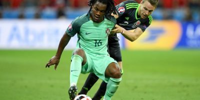 Sin embargo, un diario portugués reveló el documento de la internación de la madre del jugador para el parto Foto:Getty Images