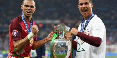 Pepe y Cristiano Ronaldo se sumaron al grupo de jugadores que han ganado el Eurodoblete Foto:Getty Images
