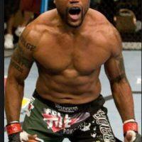 Ha participado en la empresa de lucha libre TNA y tiene una marca de 35 victorias y 11 derrotas en las MMA Foto:Bellator