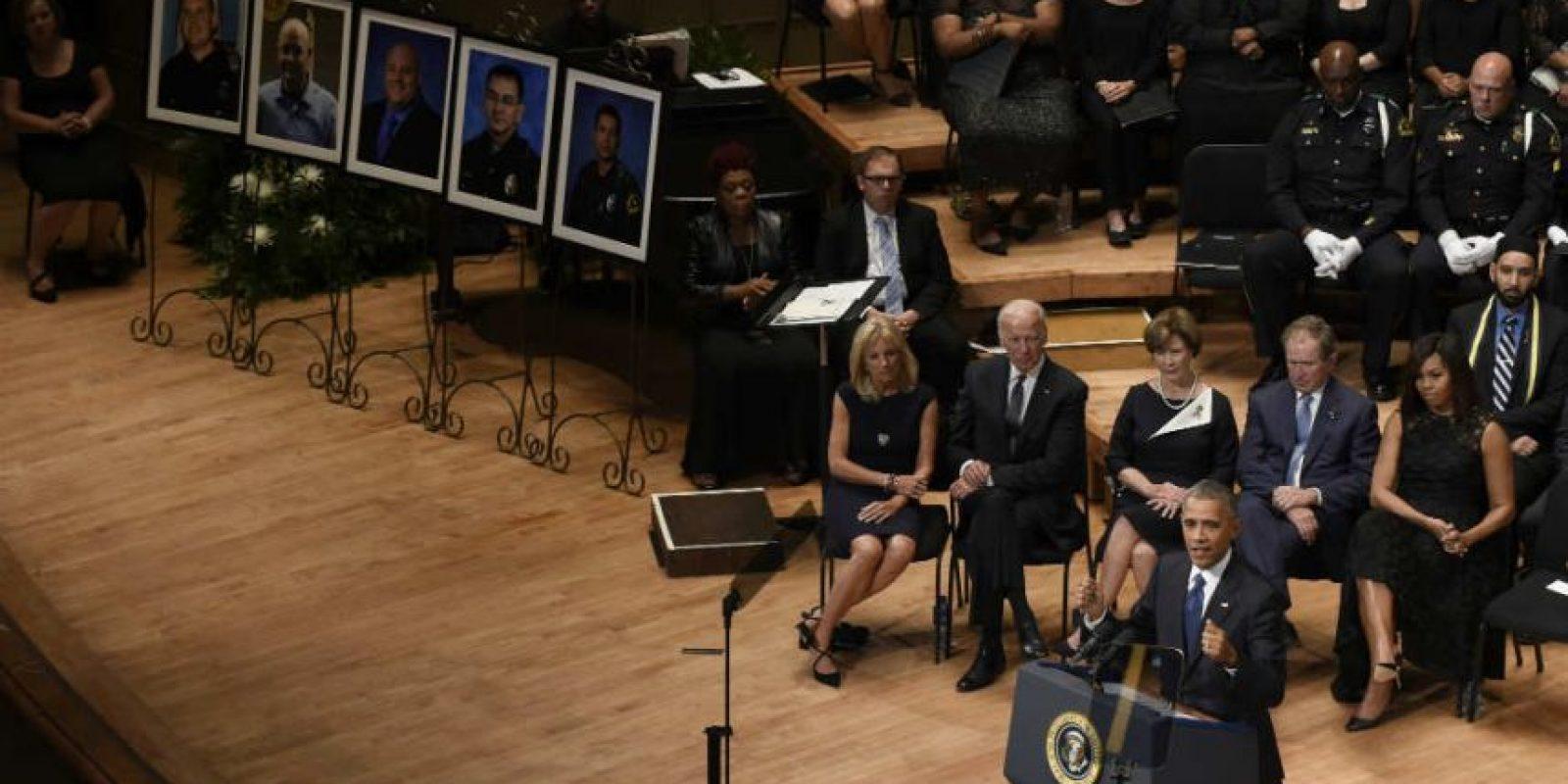 A la ceremonia asistieron la primera dama Michelle Obama, el ex presidente George W. Bush, el vicepresidente Joe Biden, entre otros Foto:AP