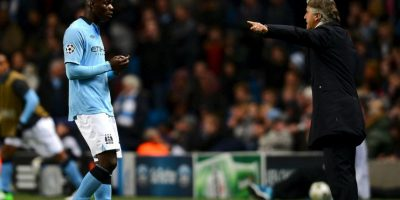 Las polémicas de Mario Balotelli también se trasladan a los entrenamientos. En Manchester City protagonizó peleas con Mancini, Tevez o Kompany, entre otros. Además, en una ocasión le lanzó dardos a los juveniles del club Foto:AFP