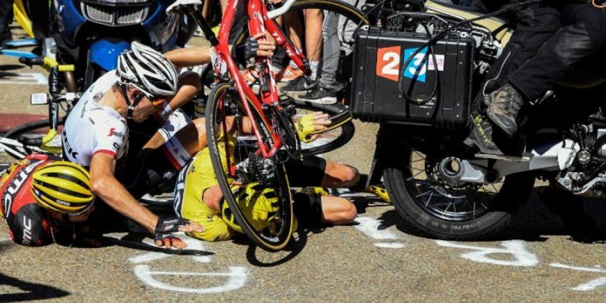 Froome corre sin bici para no perder el liderato del Tour de Francia
