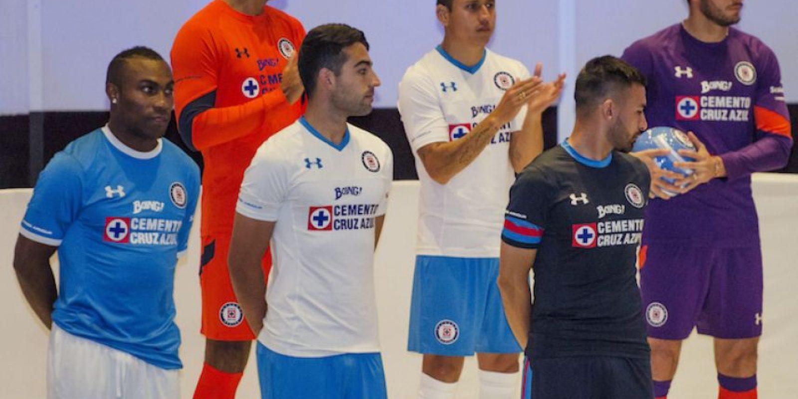 Cruz Azul presentó innovadora vestimenta para el Apertura 2016 Foto:Mexsport