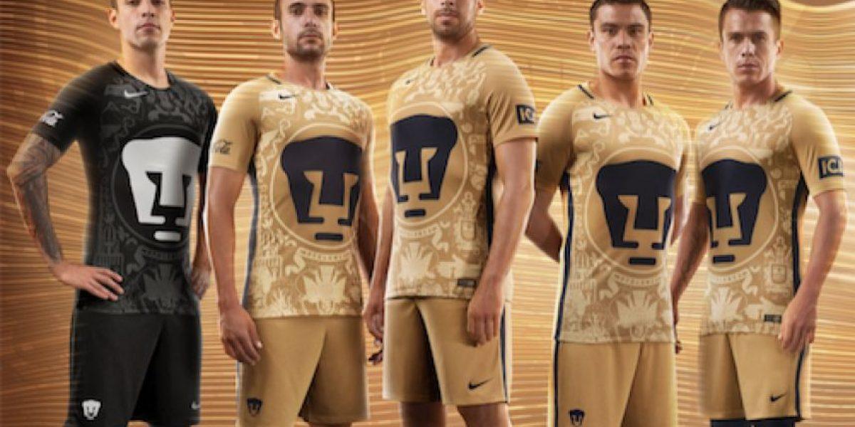 Pumas rinde homenaje a la Biblioteca Central con su nuevo uniforme