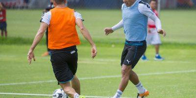 A Carlos Salcido no le preocupa ser el capitán de Chivas Foto:Mexsport