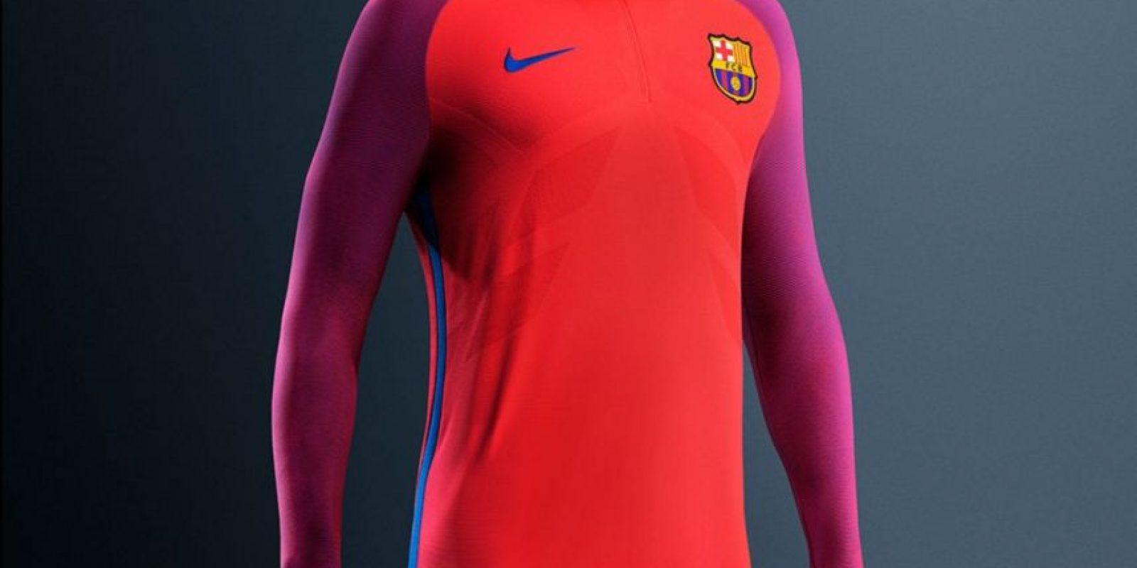 Barcelona también estrenó nueva ropa de entrenamiento Foto:Twitter FC Barcelona