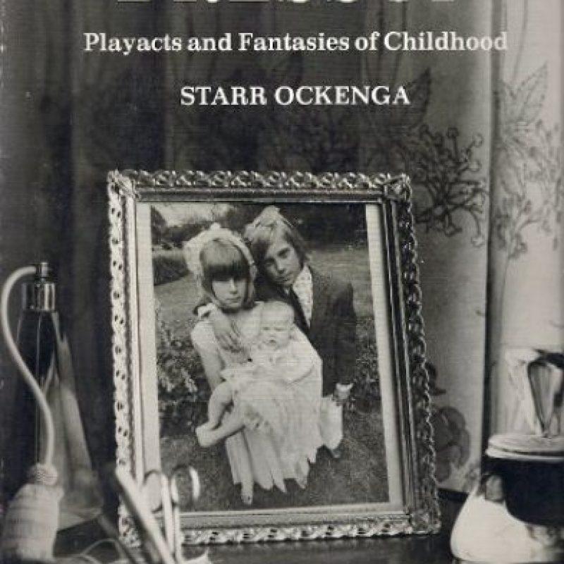 La portada de uno de los tantos libros que encontraron ocultos en el rancho de Jackson Foto:ebay