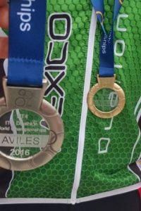 Las medallas que se ganaron en el Mundial de Duatló. Foto:Cortesía Mario Santillán y Aureliano Valenzuela