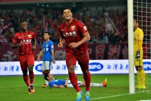 Hulk es uno de los nuevos fichajes de la liga de China, donde debutó con un gol y una lesión. Ahora recibe un sueldo de 16 millones Foto:AFP