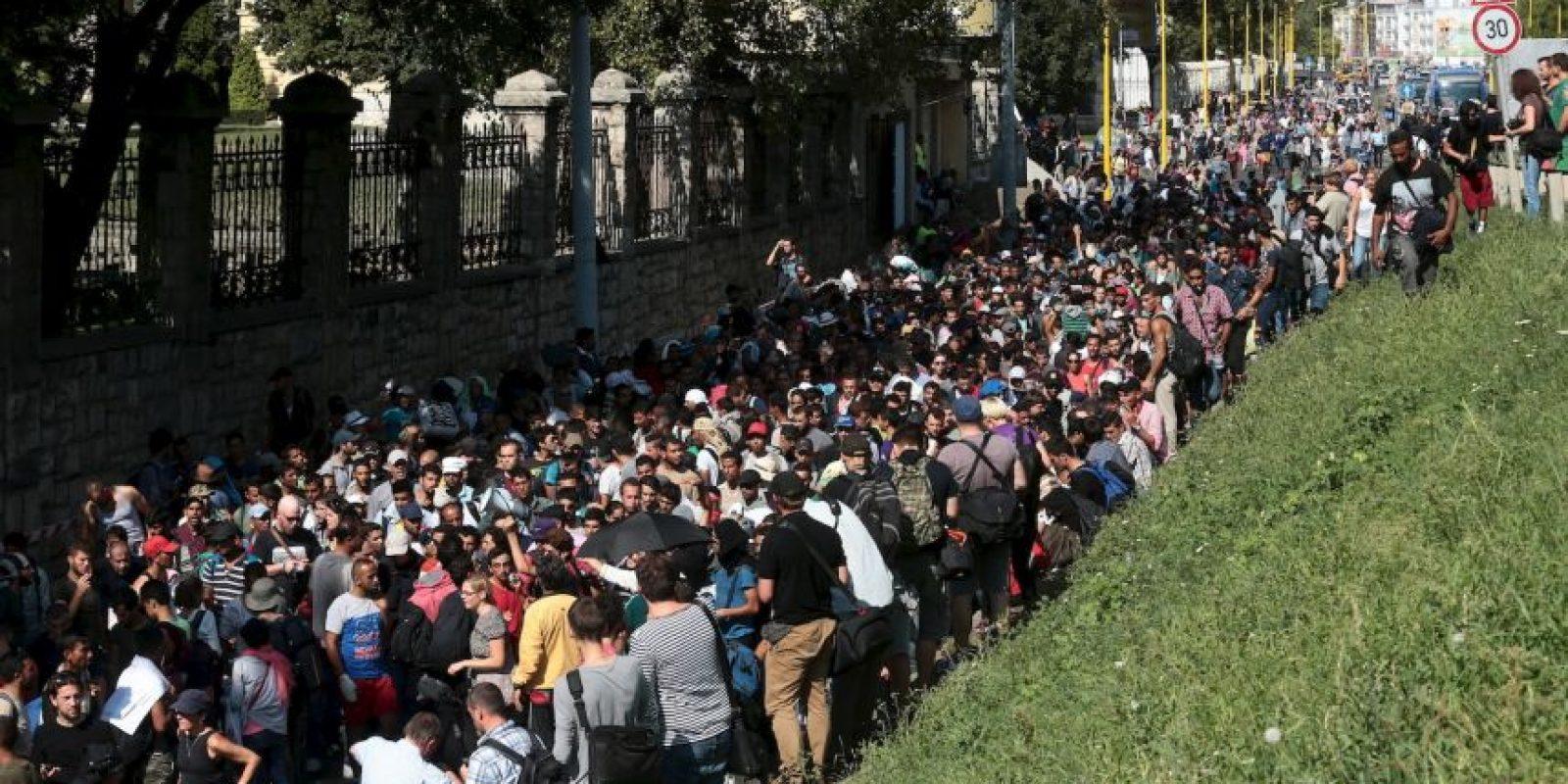 Cientos de migrantes al llegar a Hungría. Foto:AFP