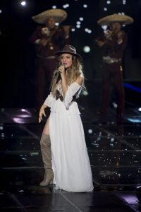 A cambio de qué fue el último tema que interpretó Karina en esta competencia Foto:Televisa