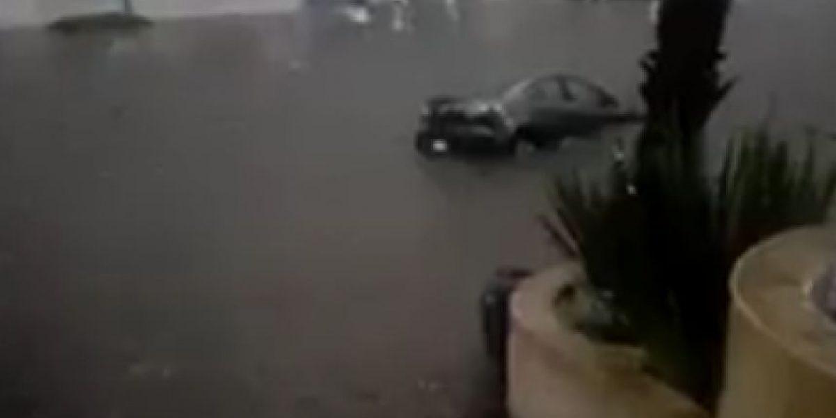 Tormenta inunda Santa Fe; agua cubre vehículos