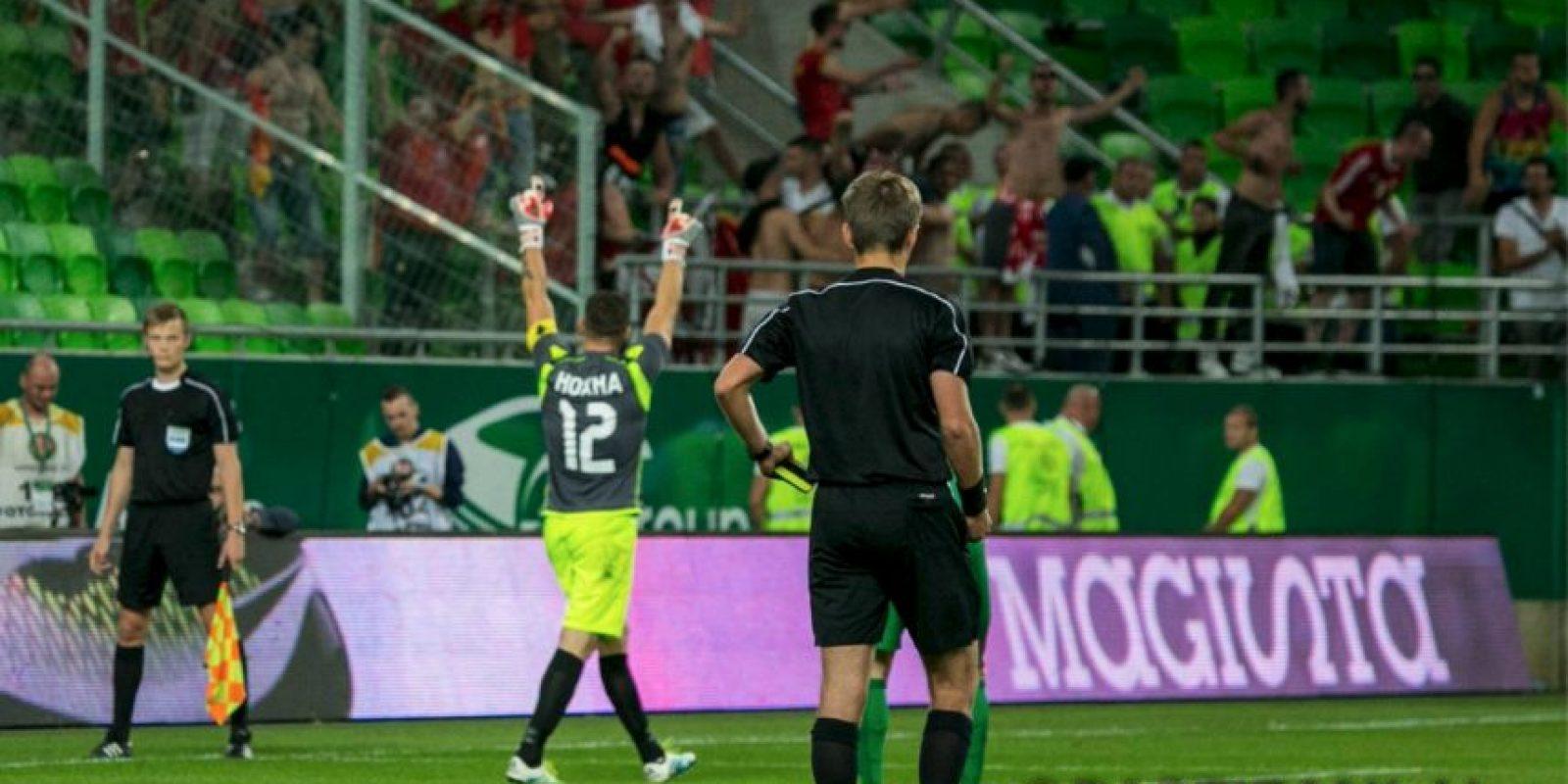 Además de anotar su tiro pateando a lo Panenka, tapó tres penales Foto:Facebook Partizani