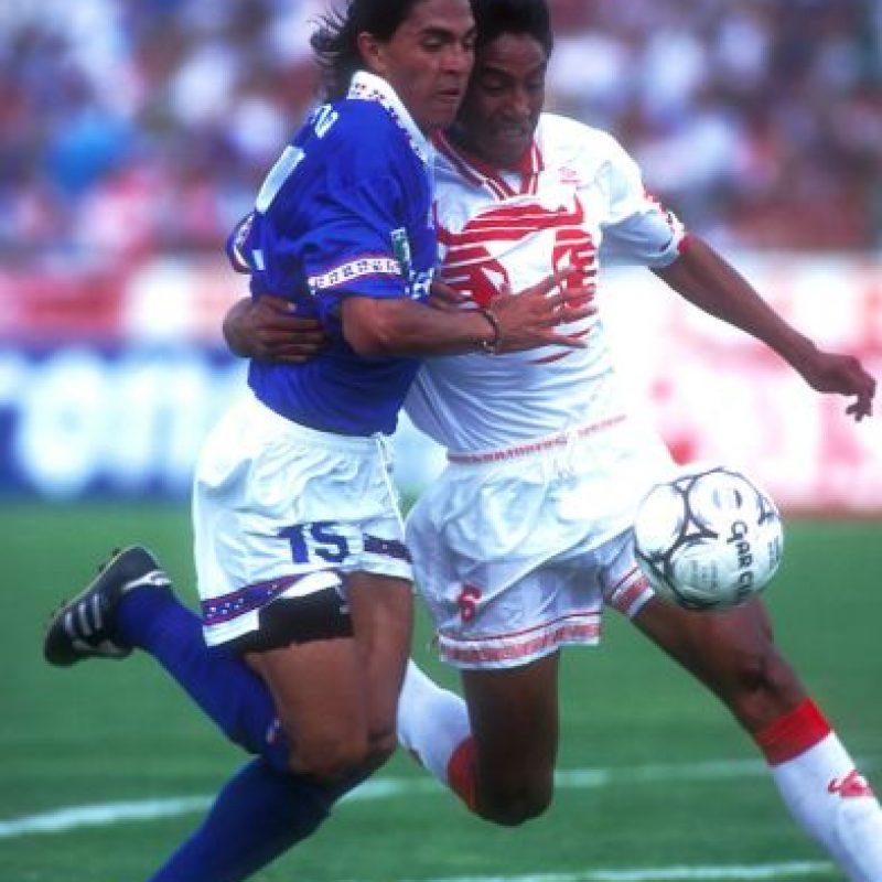 1.- Debut Como futbolista: Juan Francisco Palencia se formó en las Fuerzas Básicas de Cruz Azul y debutó un 23 de diciembre de 1994 a los 21 años de edad. Entró de cambio por Agustín Morales. Foto:Mexsport
