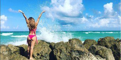 La actriz y modelo Geraldine Bazán pasó unos maravillosos días al lado de sus hijas y esposo por las playas de Florida, Estados Unidos. La rubia no perdió el tiempo y mostró su bien torneada figura en un bikini rosa. Foto:Instagram