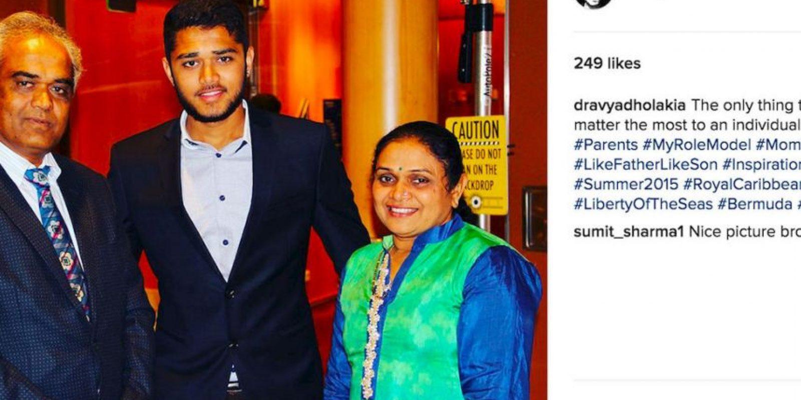 Por un mes, el joven de 21 años tuvo que esforzarse por encontrar un trabajo y vivir de sus propias ganancias. Foto:Instagram/dravyadholakia