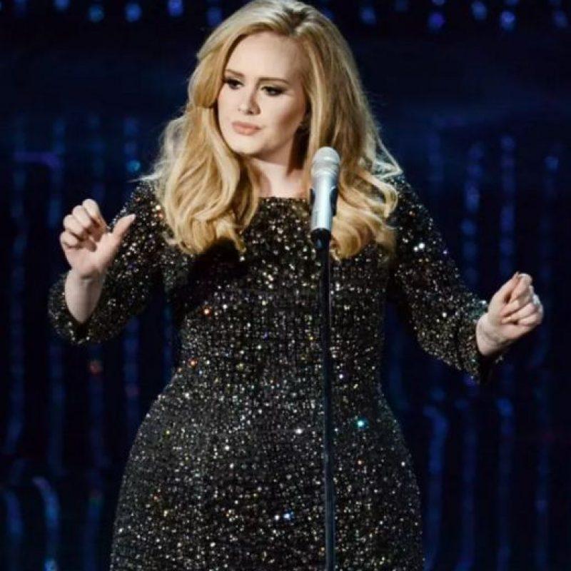 Adele quiere toda variedad de tés. Foto:vía Getty Images
