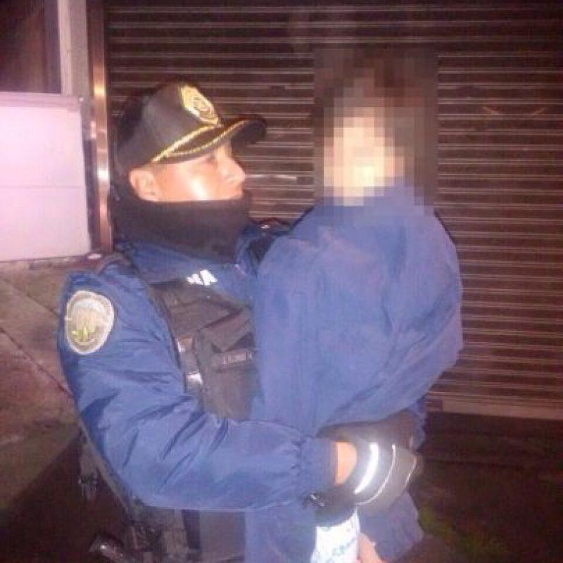 El suboficial Juan Flores Morales fue quien rescató al menor Foto:twitter @SSP_CDMX