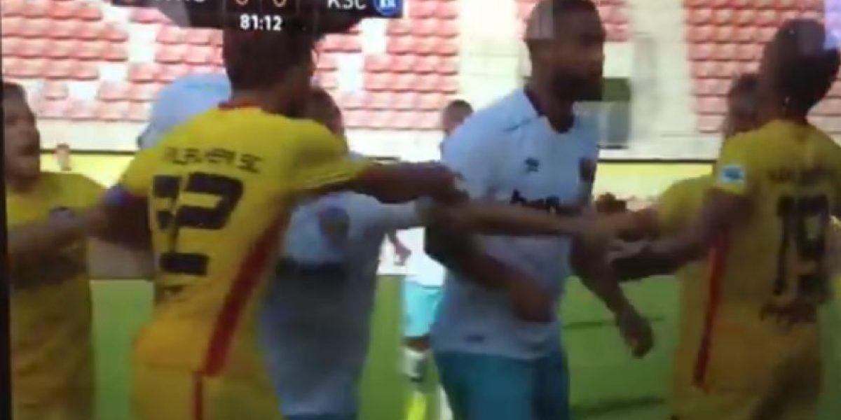 VIDEO: West Ham y Karlsruher protagonizan pelea en la cancha