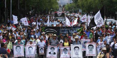 Marcharon de la PGR al antimonumento de los 43 Foto:Cuartoscuro