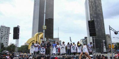 Los padres de los normalistas desaparecidos realizaron un mitin en Reforma Foto:Cuartoscuro