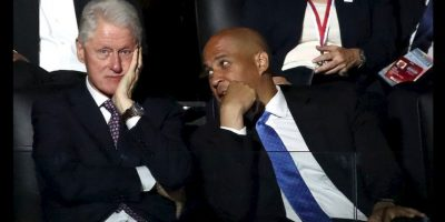 Ni si quiera la presencia del expresidente Bill Clinton logró persuadir a los simpatizantes de Sanders. Foto:Getty Images