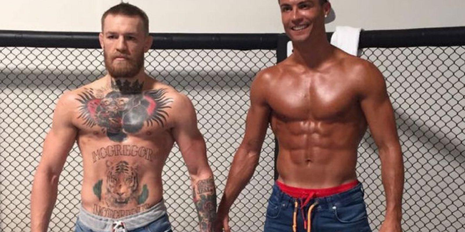 En la jaula, al lado de Conor McGregor Foto:Vía instagram.com/cristiano