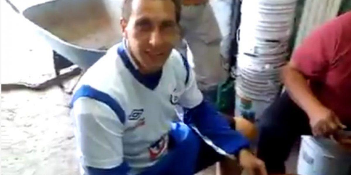 VIDEO: Chaco Giménez juega baraja con albañiles de la Noria