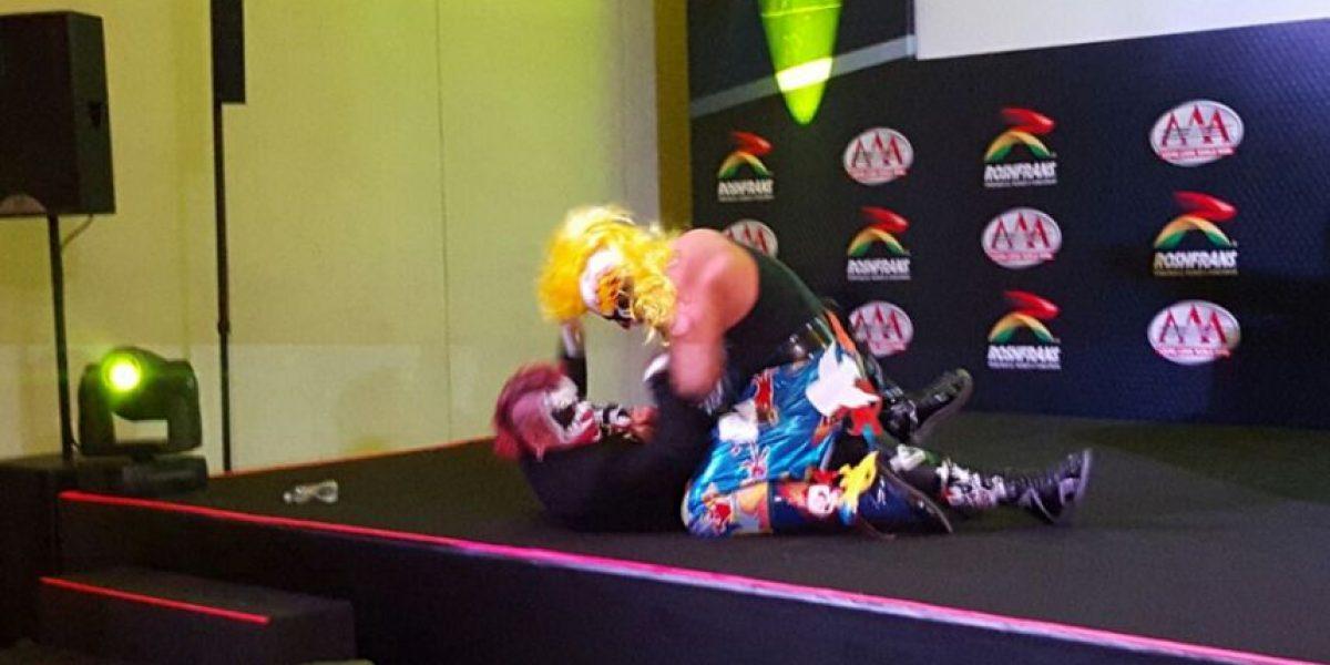 VIDEO: Psycho Clown y Pagano se agarran a golpes en plena conferencia