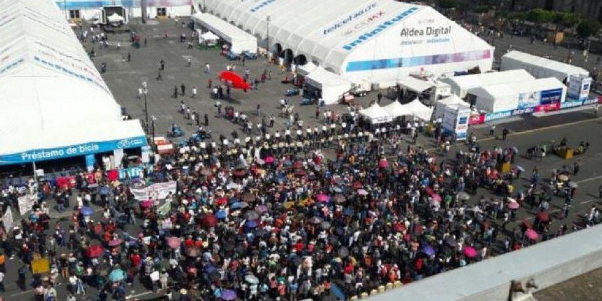 """CNTE llega al Zócalo en """"invasión hormiga"""""""