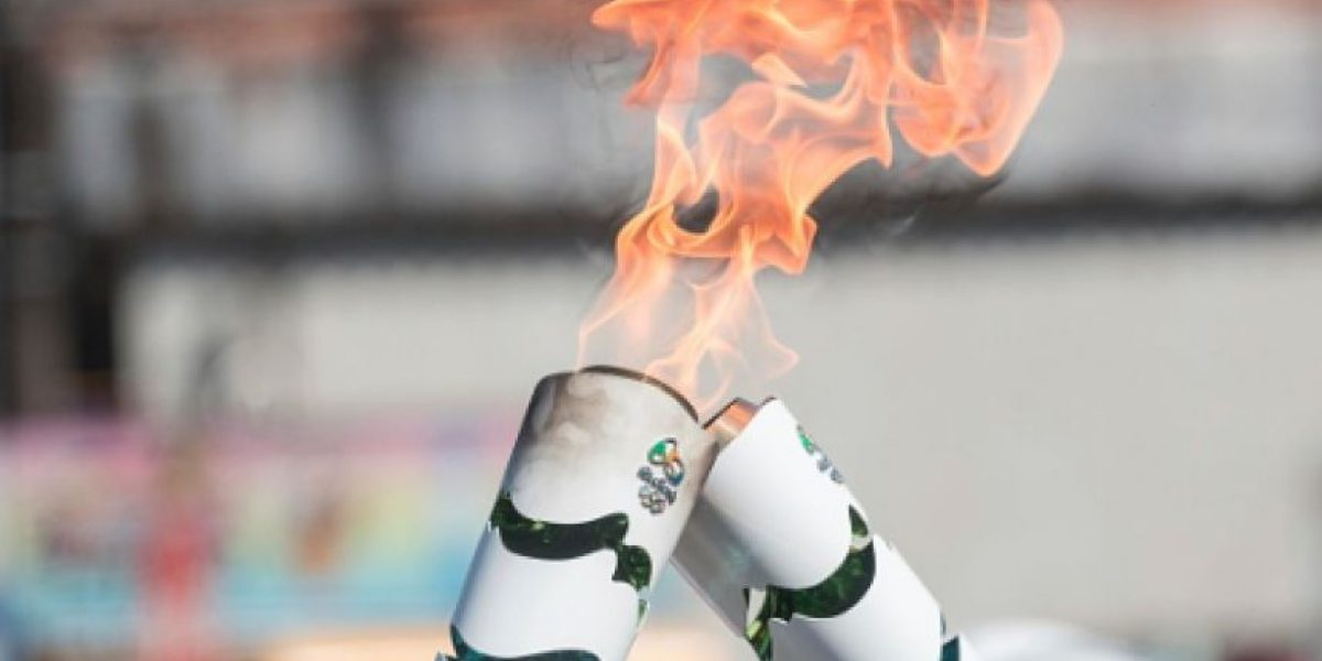 Protestas apagan el fuego de la antorcha en su llegada a Río de Janeiro