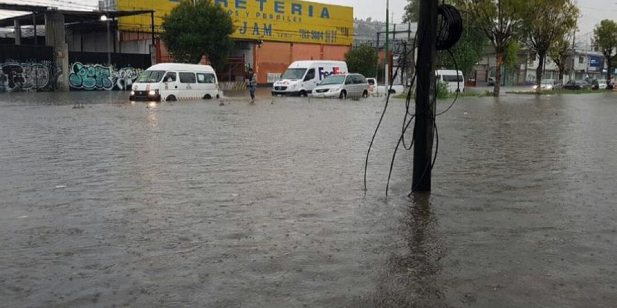 FOTOS: inundación paraliza la López Portillo y Tultitlán