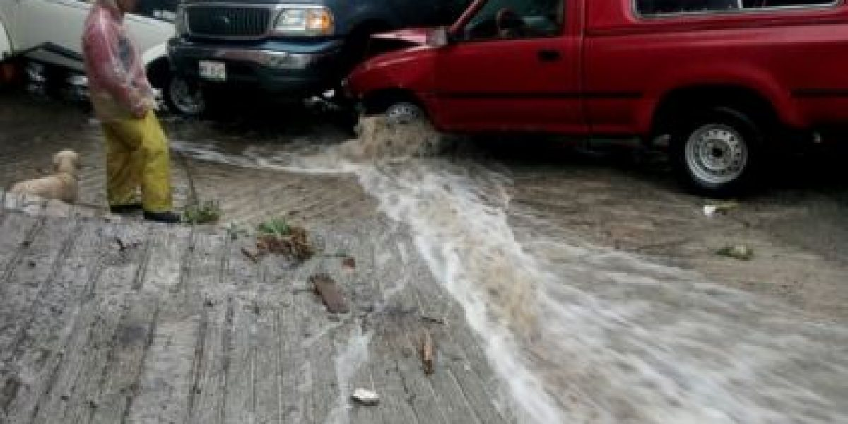 Tultitlán amanece bajo el agua tras lluvias