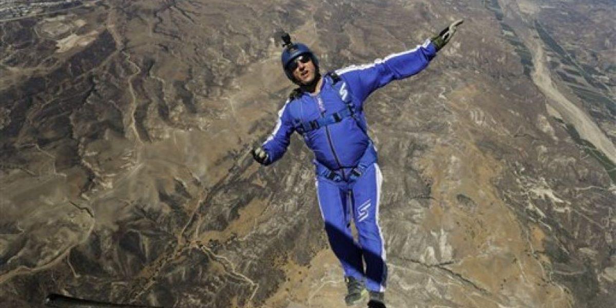 Histórico: hombre salta sin paracaídas en caída libre