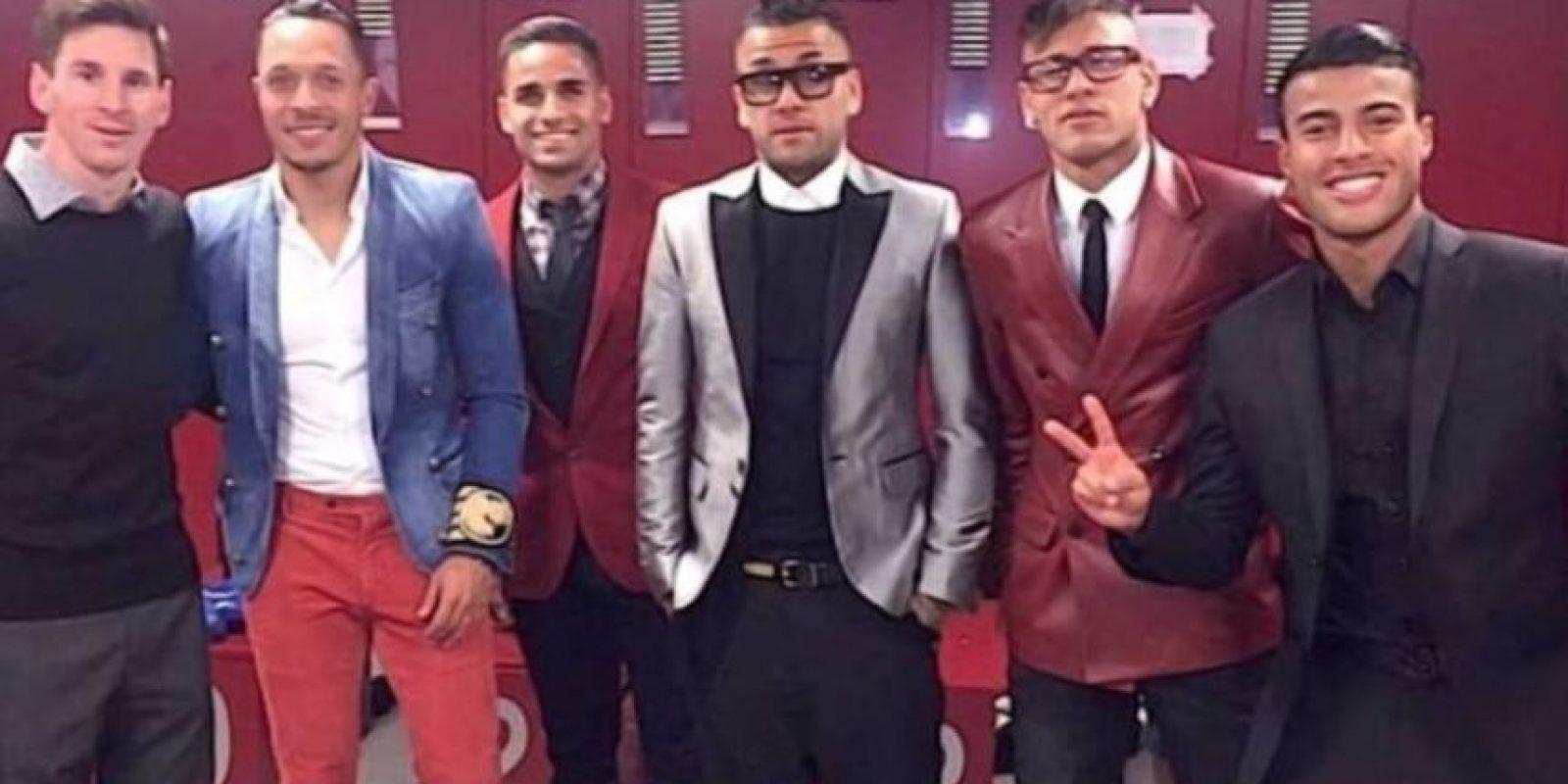 En 2015, Neymar compartió esta foto y Messi recibió burlas por su look tan formal. Foto:Instagram