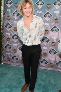 Ross Lynch parece cantante de los años 70. Foto: Getty Images