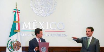 El presidente Enrique Peña Nieto toma protesta a Jaime Francisco Hernández Martínez como nuevo director de la CFE Foto:Facebook/Presidencia