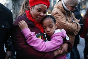 Se calcula que cada año mueren por homicidio 41 000 menores de 15 años. Foto:Getty Images