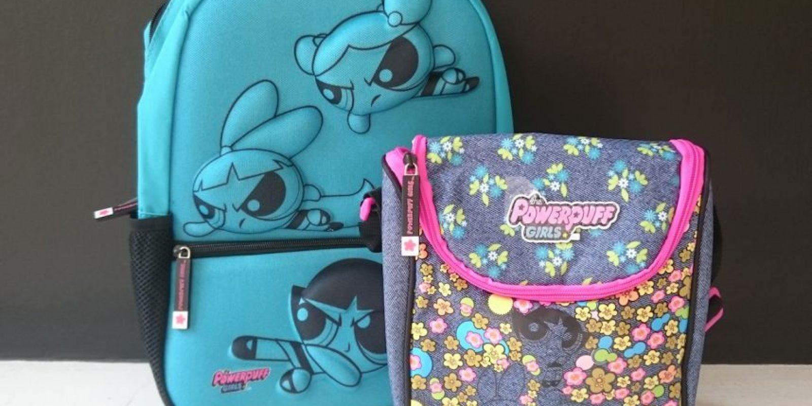 La mayoría de los padres compran otros artículos que combinen con la mochila, como loncheras o lapiceras. Foto:Especial