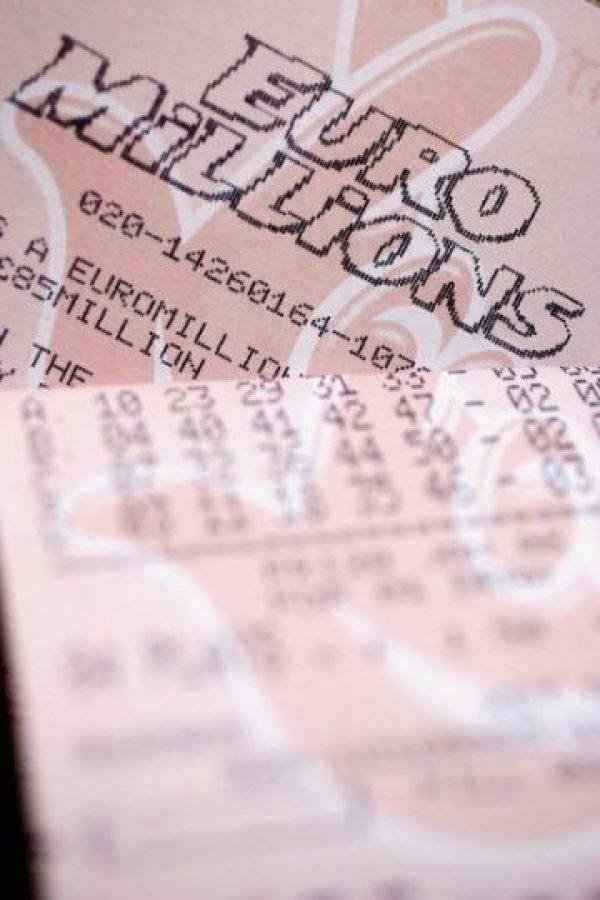 Consideren apostar en grupo, hay más posibilidades de ganar pues se compran más billetes. Foto:Getty Images