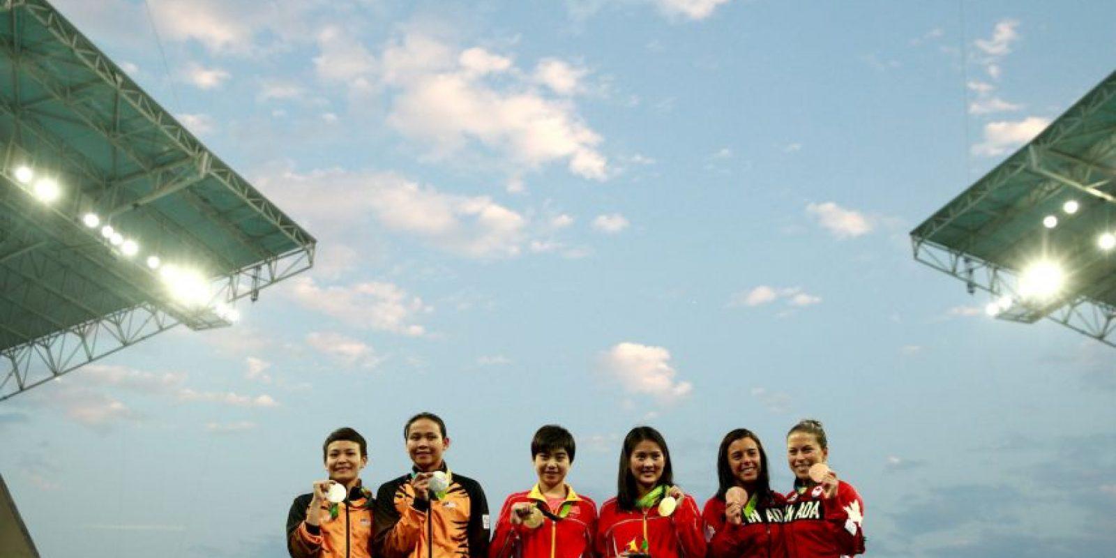 Las chinas Chen y Liu se llevaron el oro en clavados sincronizados desde la plataforma de 10 metros Foto:Getty Images