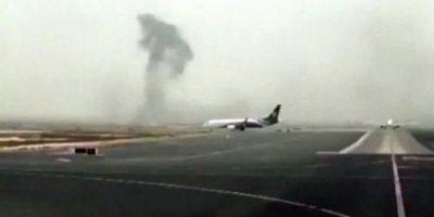 El avión se incendió al momento de realizar un aterrizaje forzoso Foto:AP